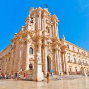 italia_sicilia_siracusa_catedral_shutterstockrf_242427223_eddy_galeotti_shutterstock