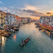 Italia_Venecia_GettyRF_543346423_RilindH_Getty Images_RooM RF